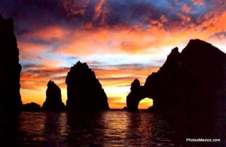 See the sun melt into the pacific on the best sunset cruises in Cabo San Lucas